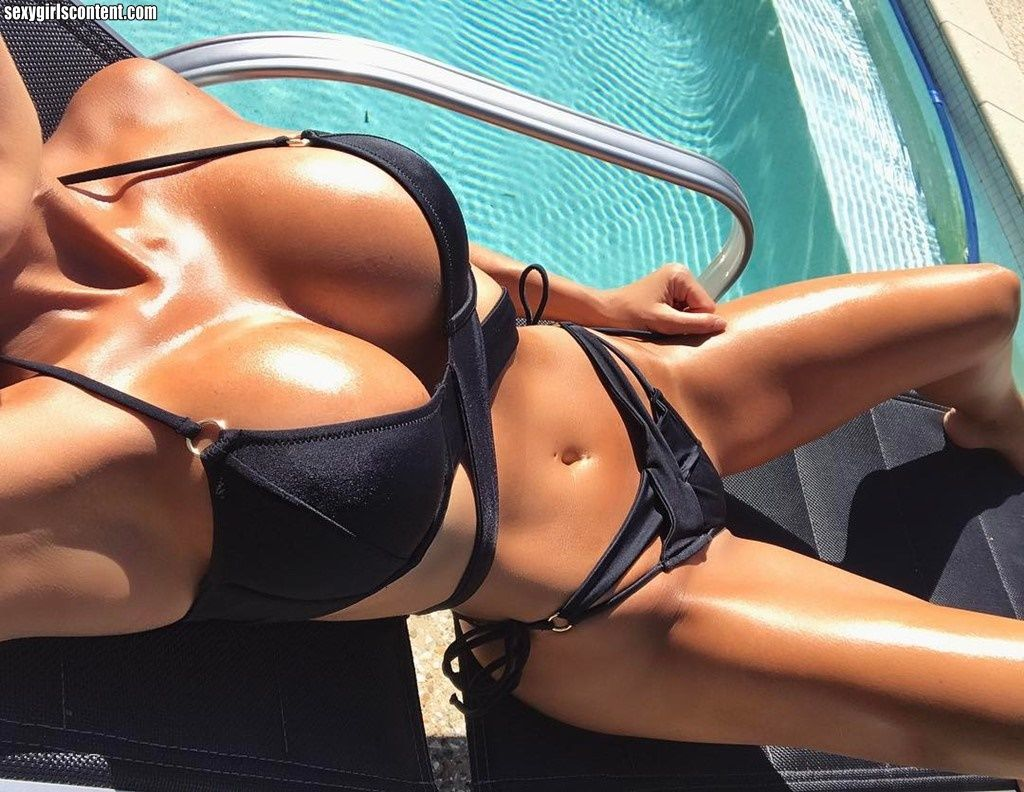 Sexy tan babes