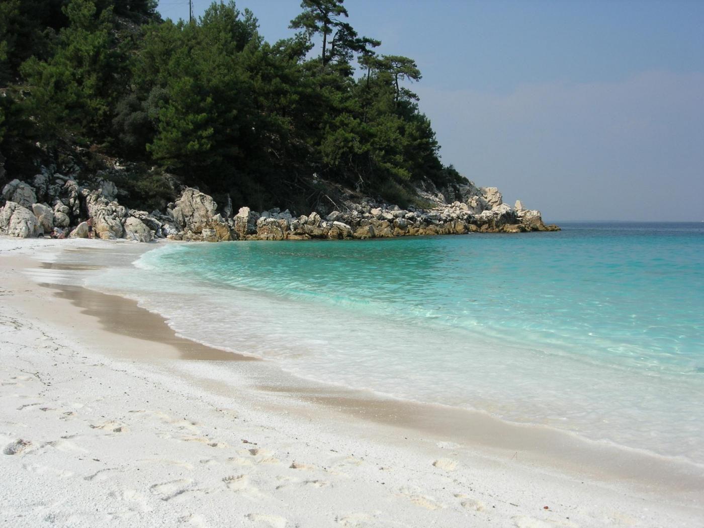 Σαλιάρα είναι μια παραλία στην ανατολική ακτή της Θάσου, περίπου 5 χλμ νότια της Makryammos
