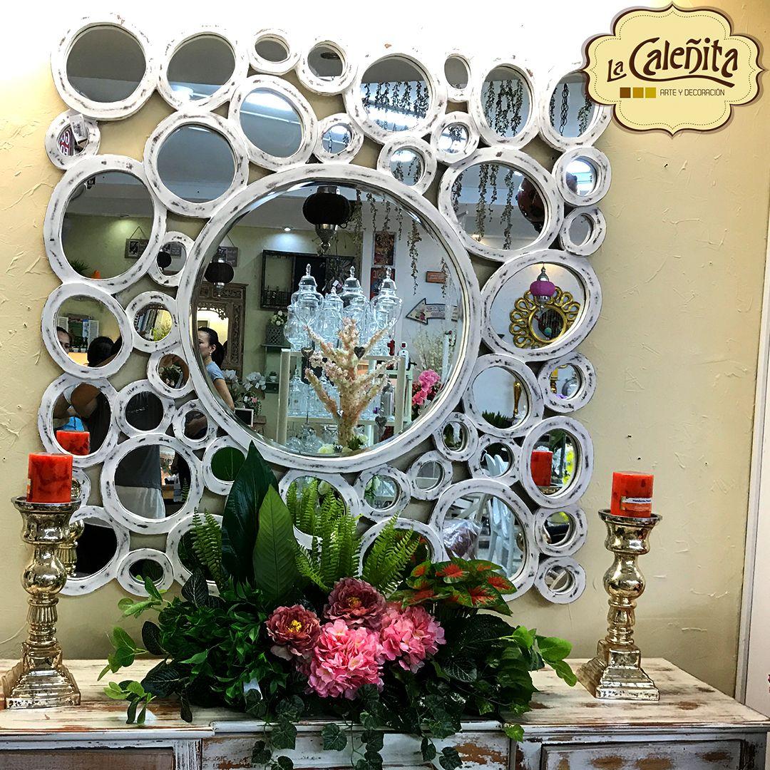 Nuestro espejo rústico enmarcado con un estilo rústico y acabado decapé lucirá magnífico en cualquier hogar. 💖😍 #DecoracionBodas2017 #TendenciasDecoracion2017 #CentrosDeMesaCali