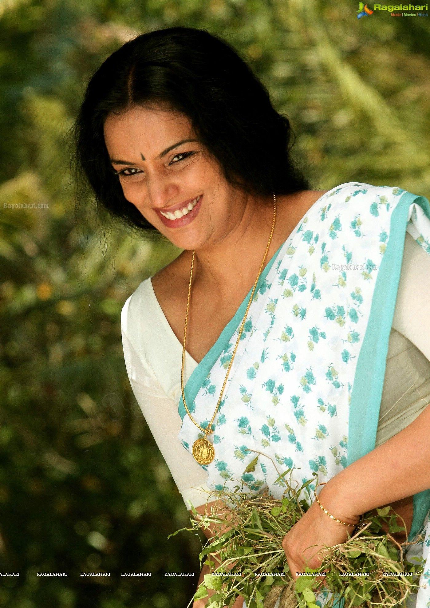 Pin by Raju Tarak on Swetha menon Shweta menon, Actress