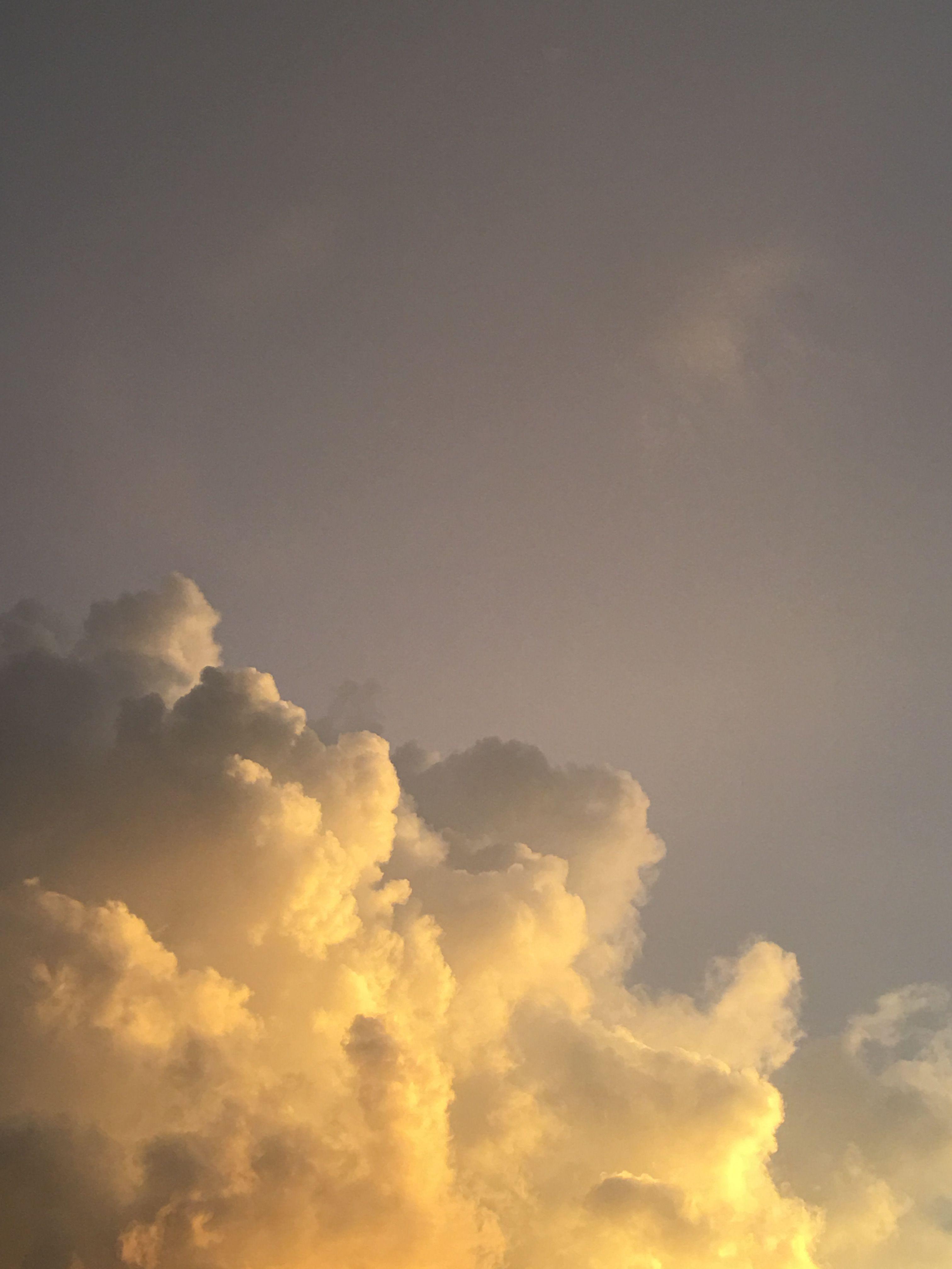 Blue Sky Iphone Aesthetic Wallpaper Sky Aesthetic Yellow Sky