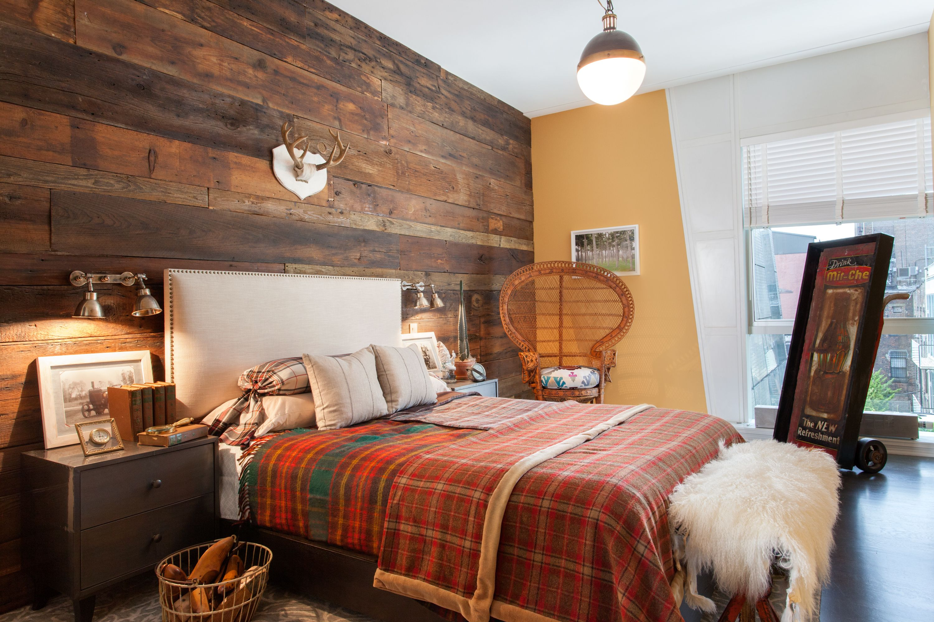 Highline penthouse loft apartment, bedroom, reclaimed wood feature ...