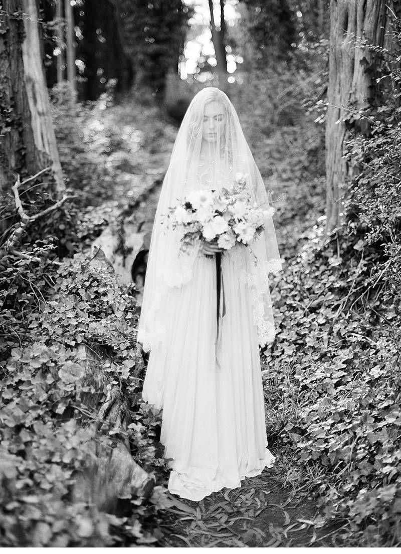 Enchanted forest bride inspirations, photo: Michael Radford, dress: Alexandra Grecco | www.hochzeitsguide.com