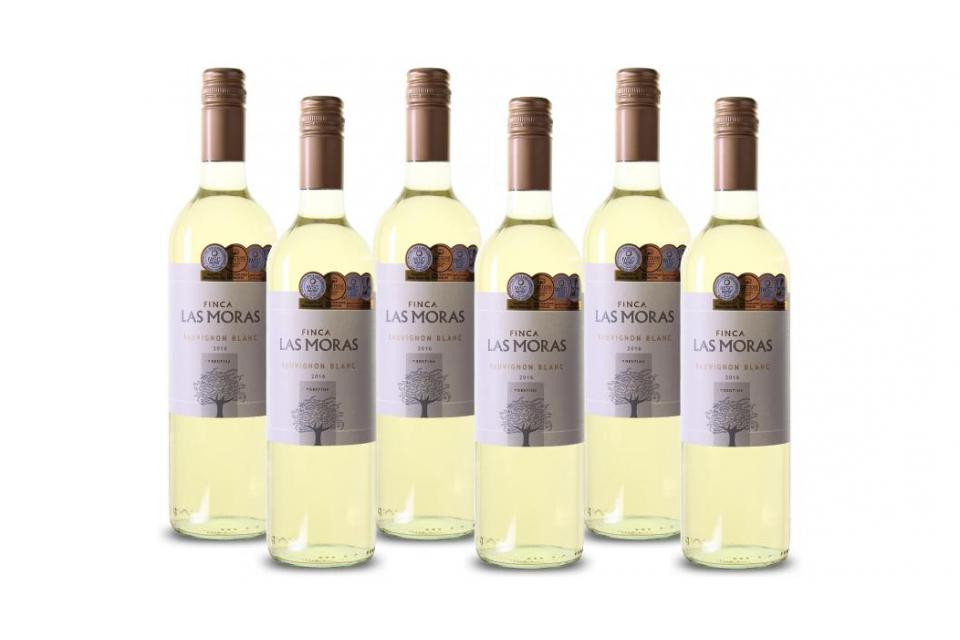 Sauvignon Blanc van bekroond Argentijns wijnhuis Witte Argentijnse wijn met een verleidelijk en fruitig karakter. Mooi geelgroen van kleur. In de geur een fruitig aroma van peren, groene appels en frisse citroen. De smaak is zacht, soepel met frisse zuren en met indrukken van exotisch fruit zoals ananas en papaja. Lange frisse afdronk. Medailles - IWSC, London: Best in Class (Silver Medal). - Decanter: Silver Medal. - Wine Enthusiast Magazine: 84 pts (Best Buy). - Decanter Magazine World…