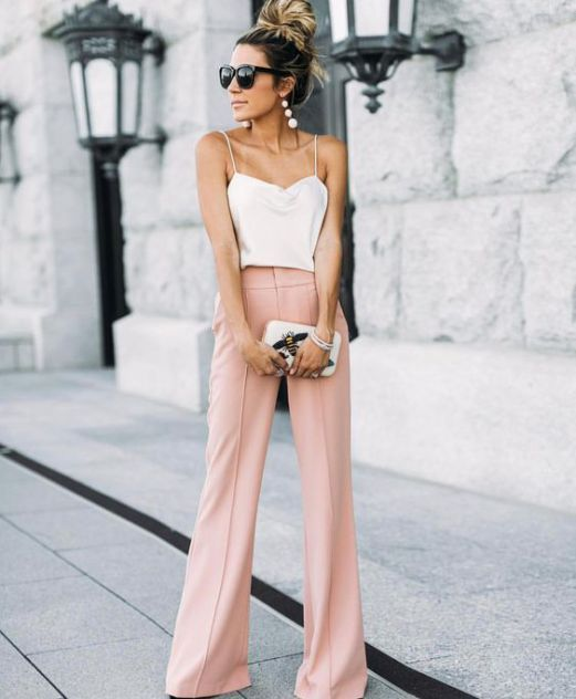 Summer wedding outfits for women don't always mean dresses. #blushpants #silkcami #summerweddingoutfits