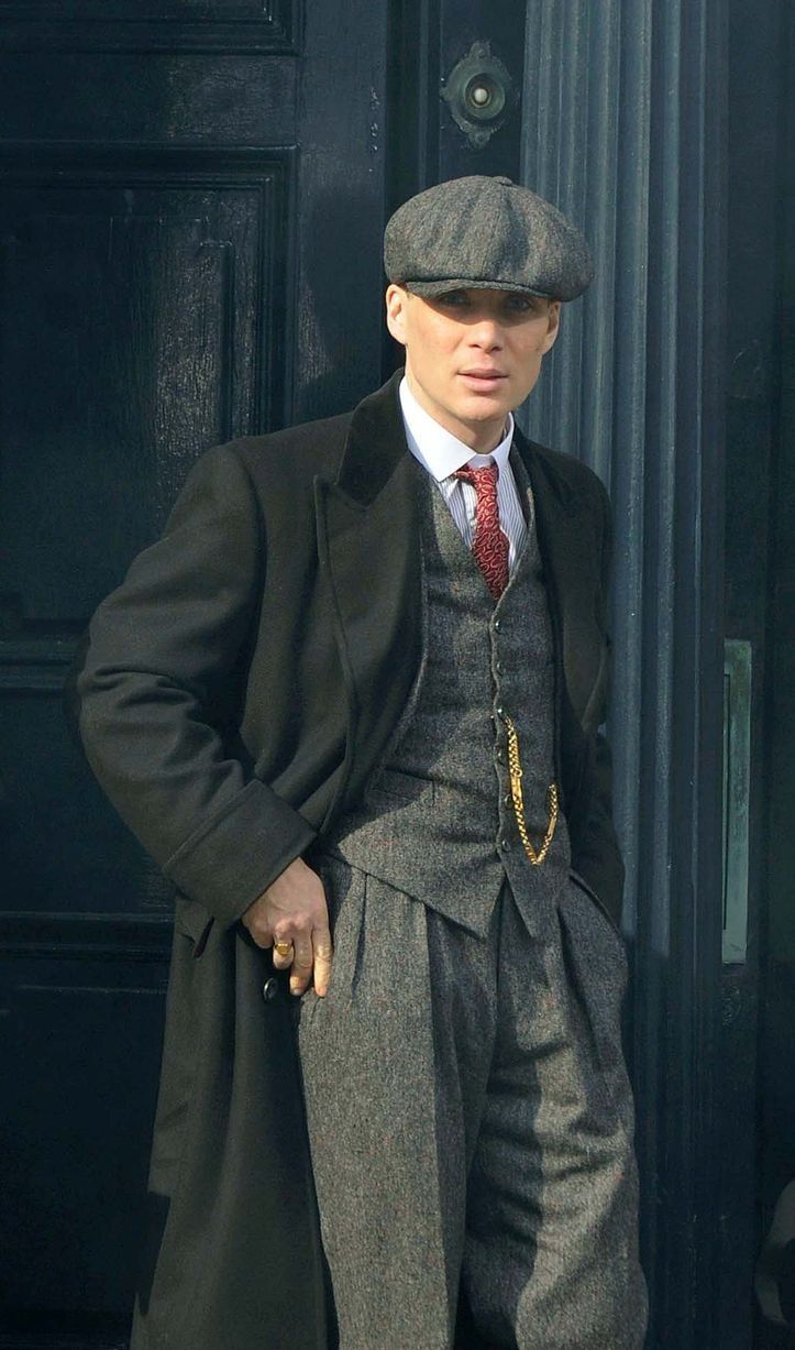 55db960d98cfdc A very dapper Tommy Shelby In Liverpool today. The tweed's back and the  flat cap too! More set photos at the link. WOW (X)