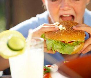 Detecte si le es difícil detenerse al comer