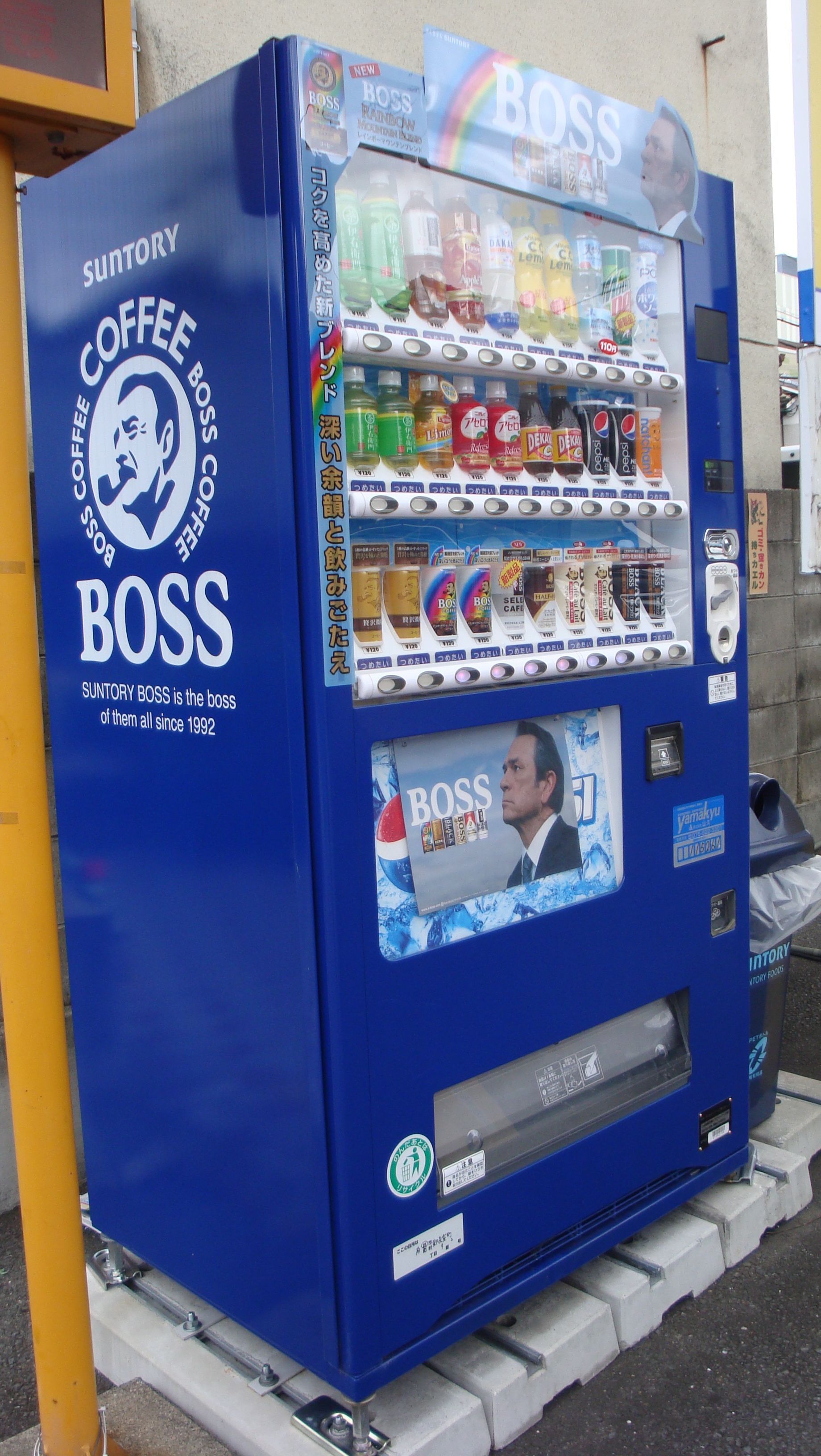 Japanese Vending Machines Coffee Boss With What Looks Like Tommy Lee Jones On The Front Vending Machines In Japan Vending Machine Website Template Design