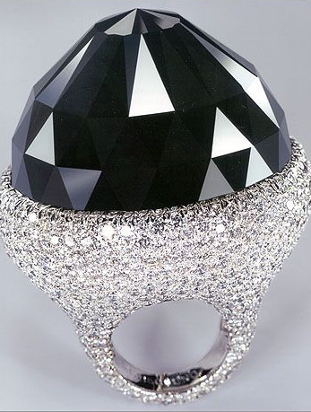 The Spirit of de Grisogono  is one of the famous diamonds in the world. It is also known as the largest cut black diamond, and it measures 312, 24carats. This beautiful diamond was named after the Swiss jeweler who cut it, using the old Mogul style. The result was the jewel you see in the picture and it is the work of an entire year. Currently, it is owned by a private client, who must be a very fortunate person ,from Iryna