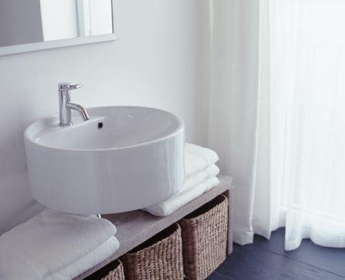 Weiße Farbe Im Badezimmer Waschbecken Rund Tücher Bad Pinterest