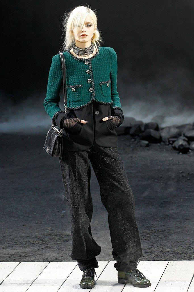 Chanel Fall 2011 Ready-to-Wear Fashion Show - Abbey Lee Kershaw (Next)