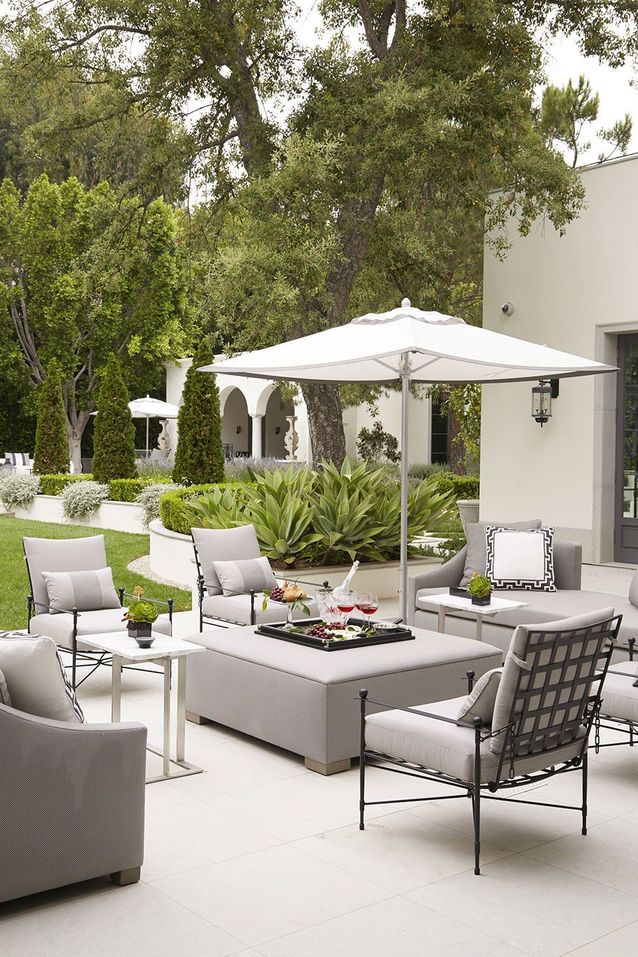 Outdoor living space by muebles de terraza grises for Muebles outdoor