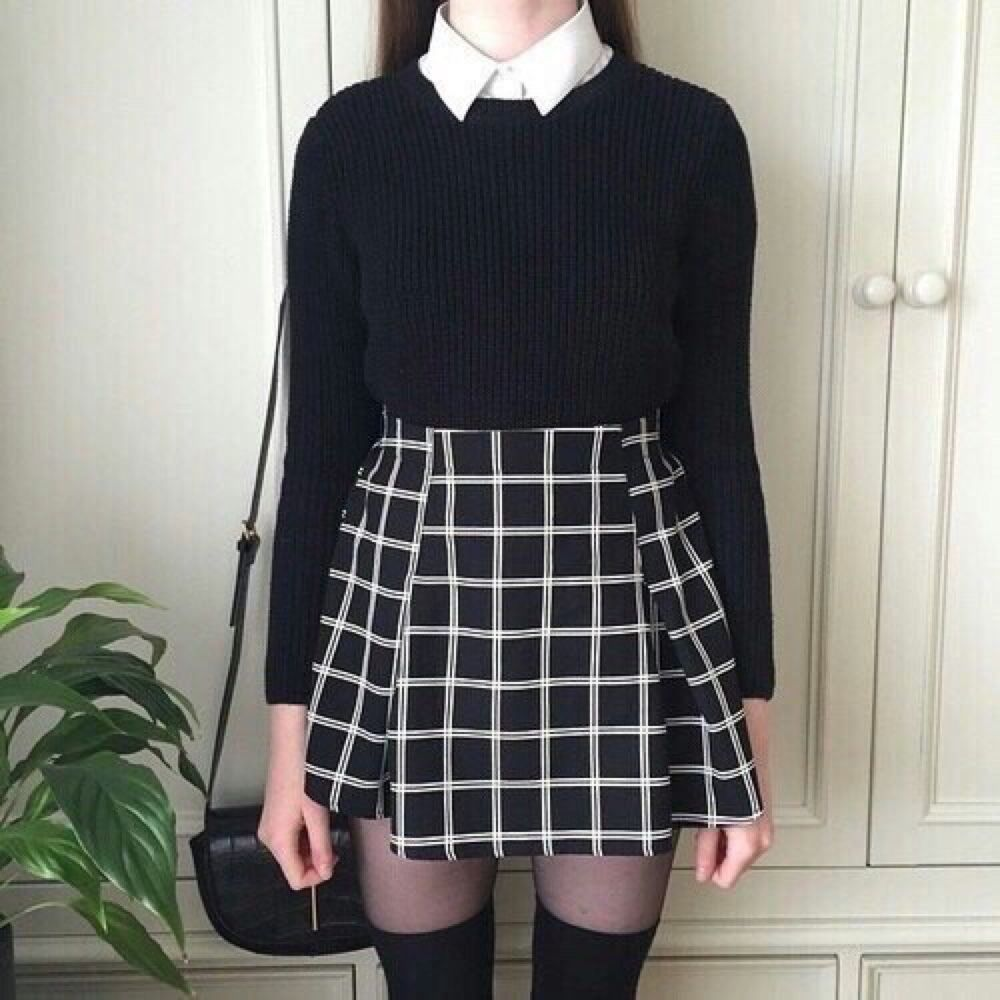 Nu Goth Fashion Tip Nº11: Plaid skirt - http://ninjacosmico.com/22-fashion-tips-nu-goth/