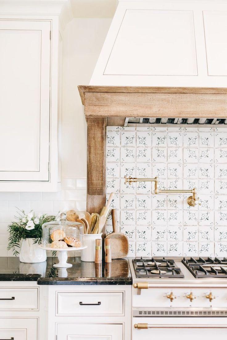 40 Striking Tile Kitchen Backsplash Ideas Pictures Country Kitchen Luxury Kitchen Design Sweet Home