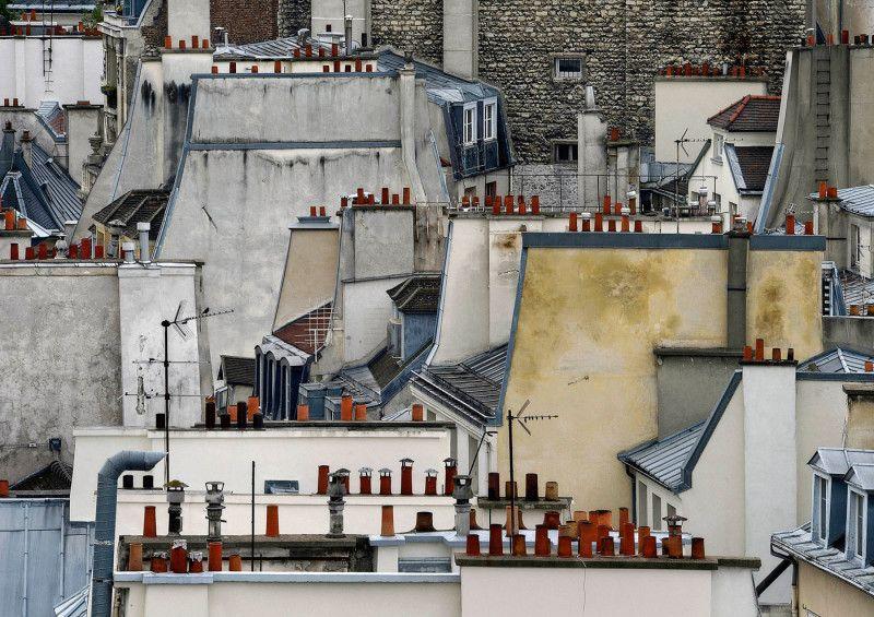 Le photographe Michael Wolf s'est intéressé aux toits emblématiques de la ville de Paris. Les clichés qu'il a capturé livrent une vision quelques peu abstraite et insolite de la capitale française.