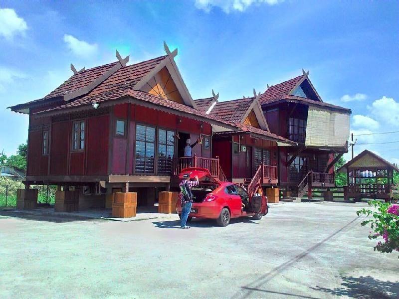 Hotel Murah Wood Valley Lodge Arau Arau Cari Hotel Di Perlis Jom Singgah Ke Wood Valley Lodgearau Hotel Tahap 2 Bintang Mend In 2020 Hotel House Styles Lodge