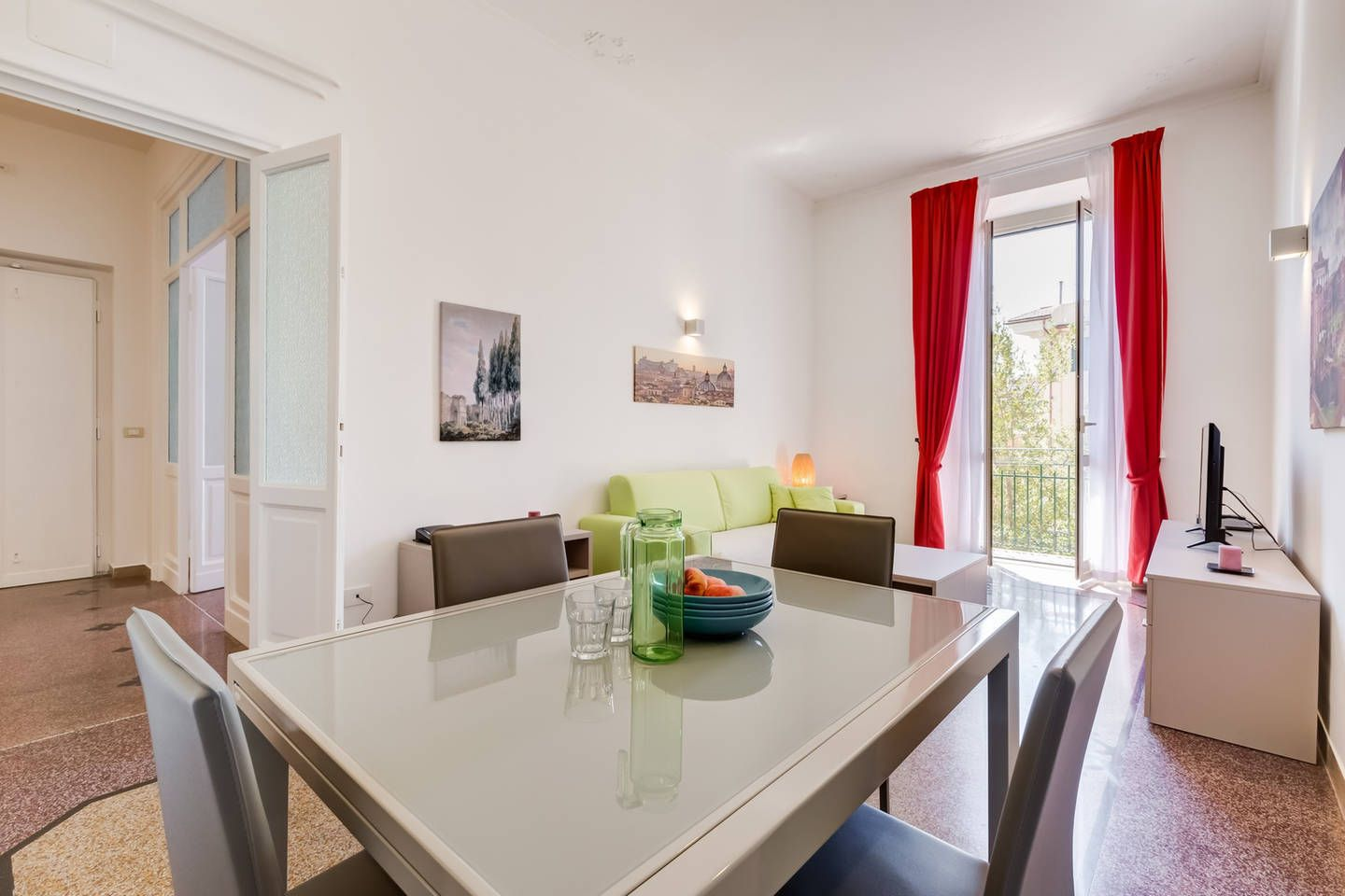 Bright and modern 2 bed flat in Prati Home decor, 2 bed