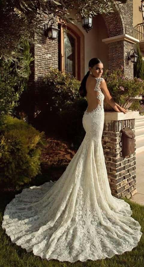 vestido novia con encaje sin espalda y guipiur bordado, corte sirena