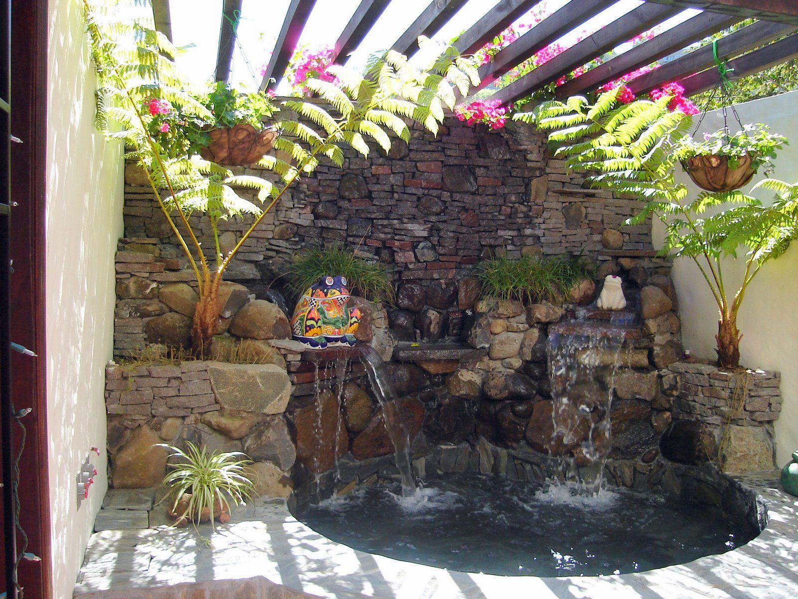 Spa cascada y muro lloron jpg fuentes ornamentales for Cascadas de piedra para jardin