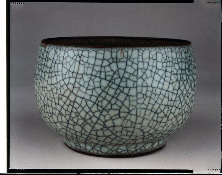 Guan type stoneware bowl qing dynasty 17001799 bowl
