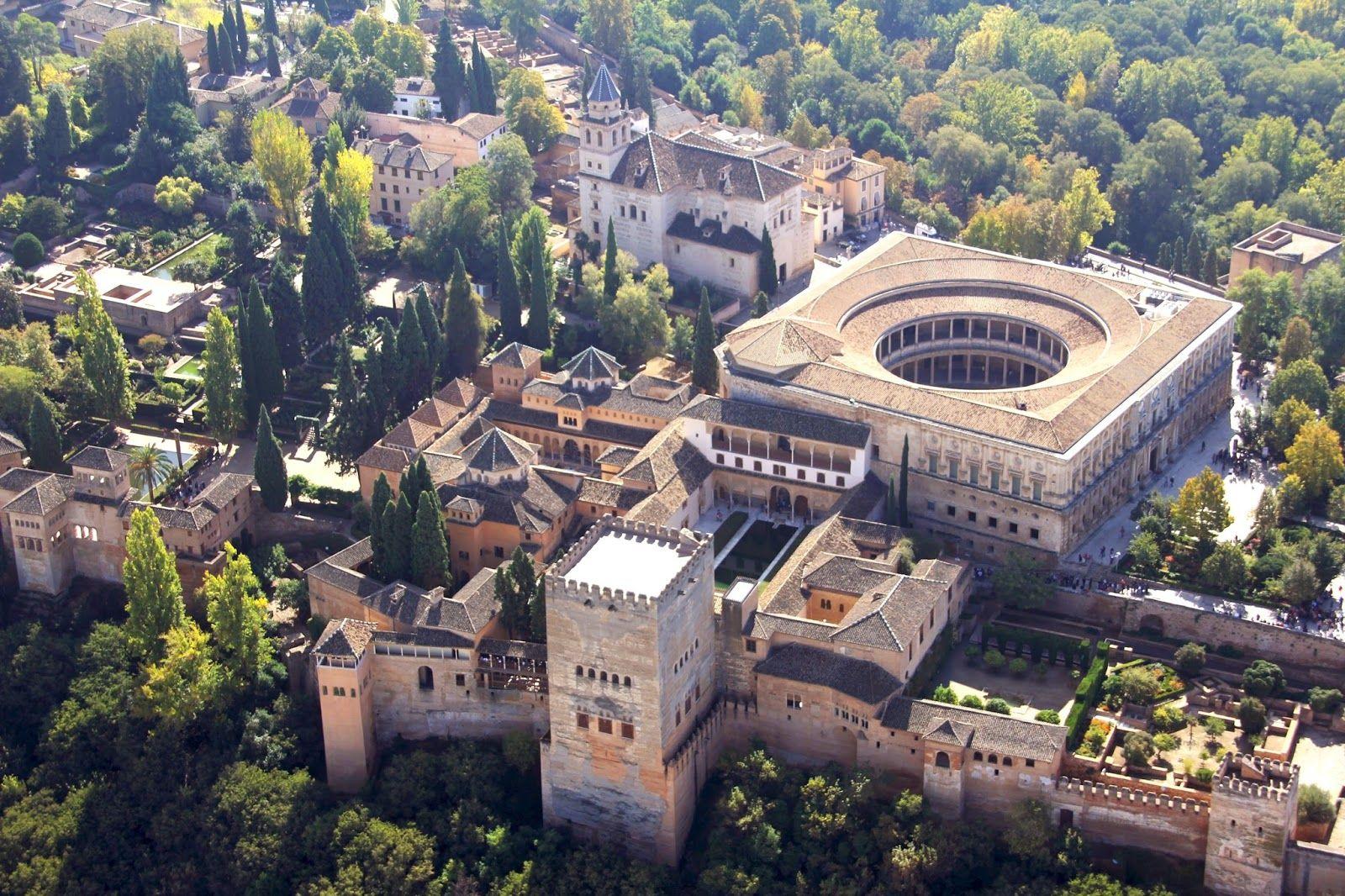 Vista Aérea De Palacio De Carlos I En La Alhambra De Granada