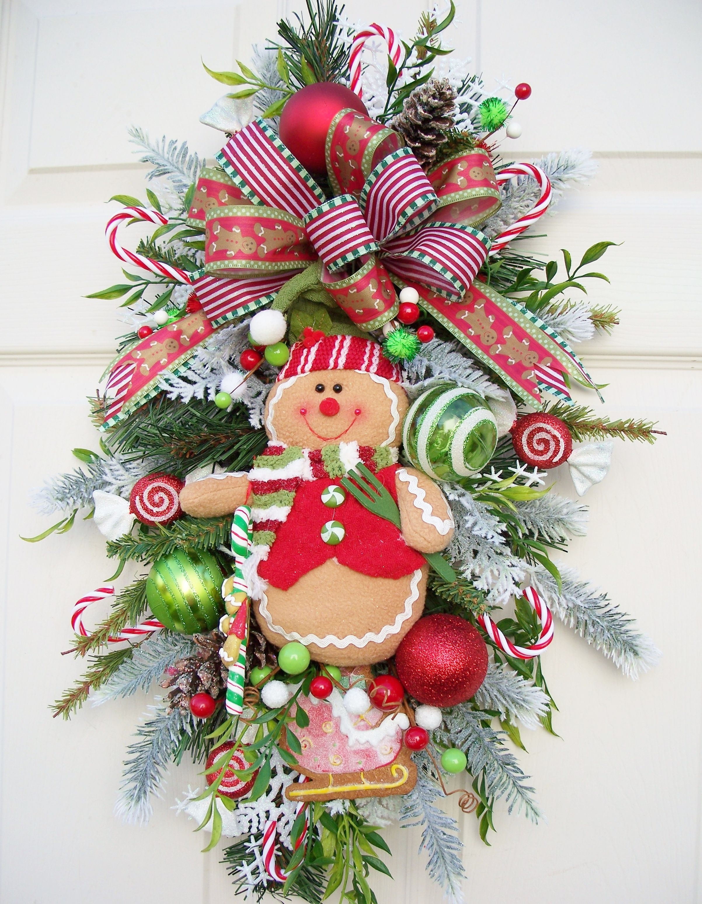 Gingerbread boy swag--Christmas decoration.  http://www.timelessfloralcreations.com/