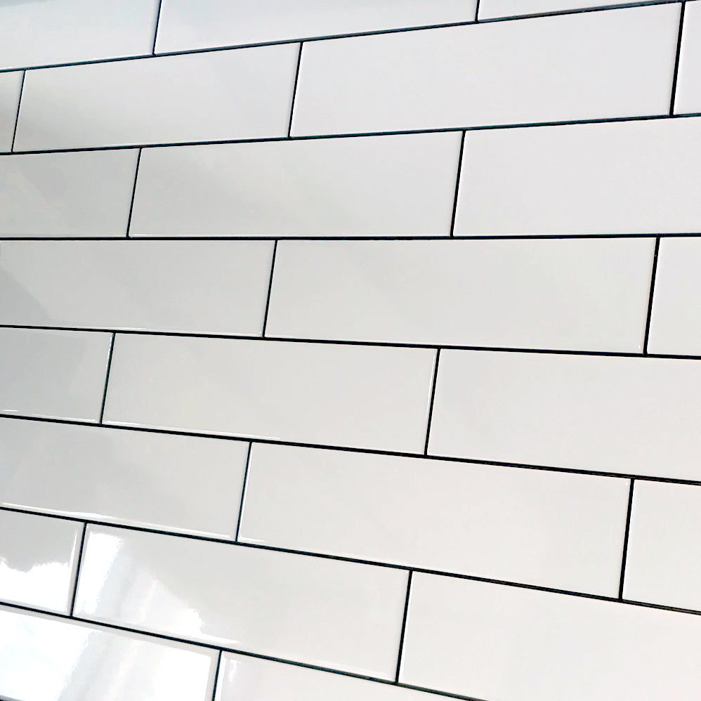 A Long Smooth Flat Brick White Gloss Ceramic Wall Tile By Demireks Tiles The Metro Smooth Flat Range Is A Mod White Brick Tiles Brick Tiles Kitchen Brick Tiles