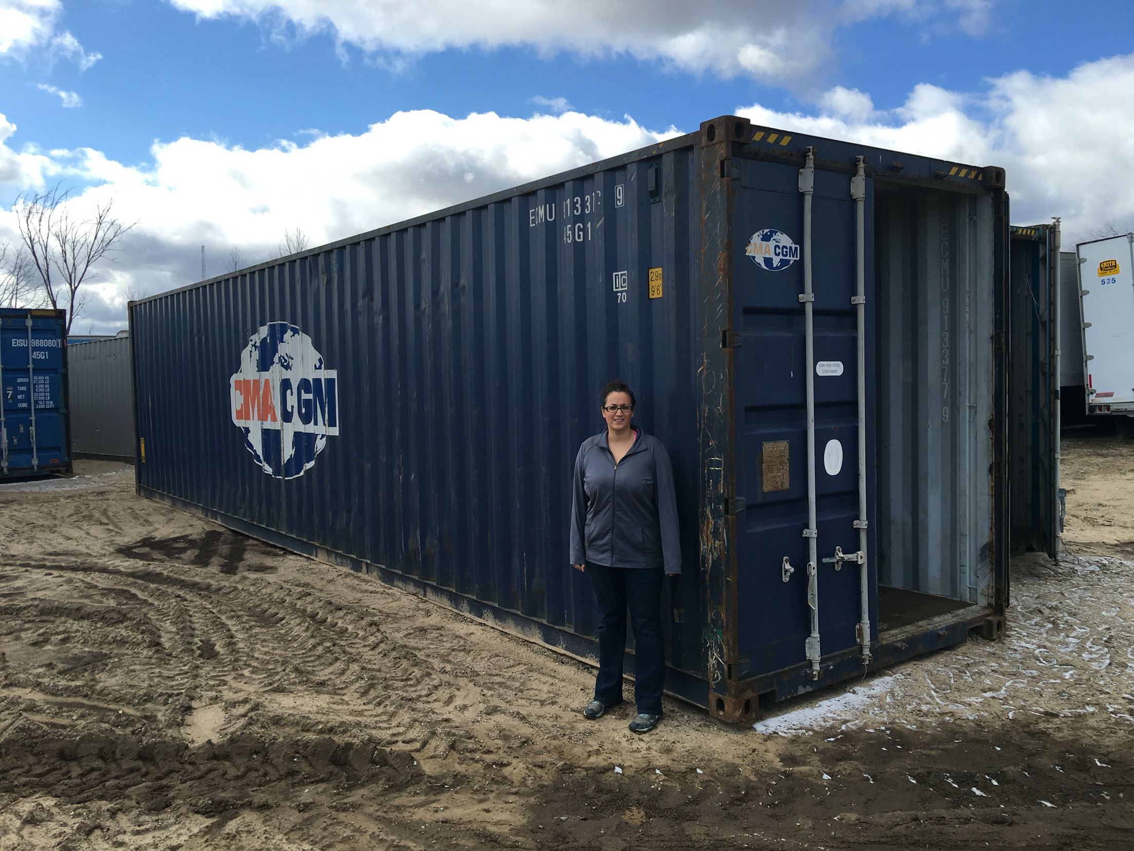 40 High Cube In Broker Yard With Human Scale Container House Locker Storage Prefab