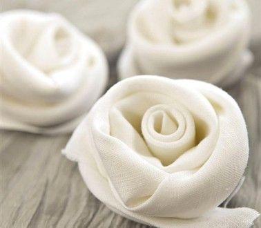 Pliage Serviette Table Noël Forme Rose Blanche Pliage