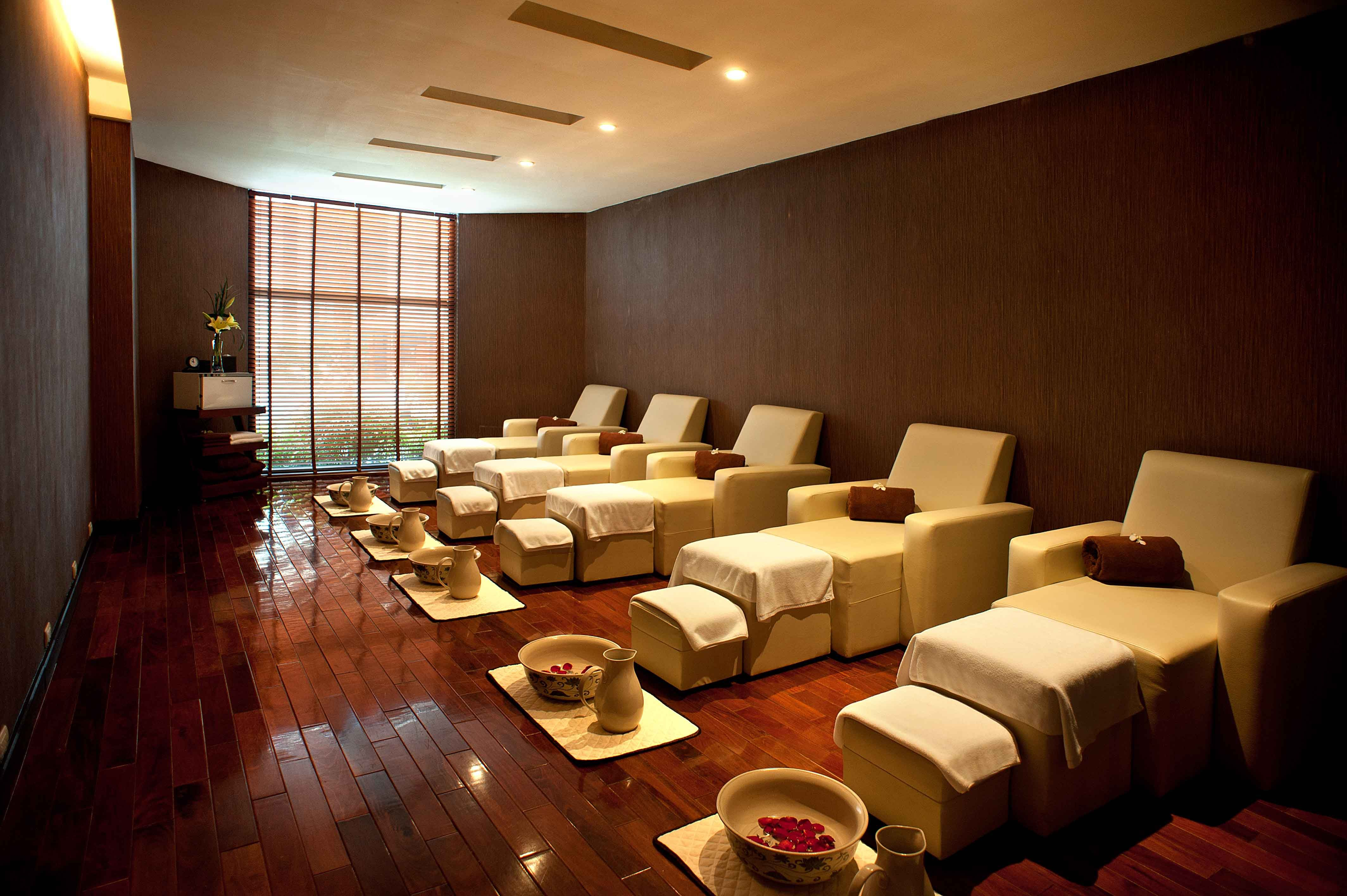 Crowne Plaza West Hanoi foot massage room | Crowne Plaza ...