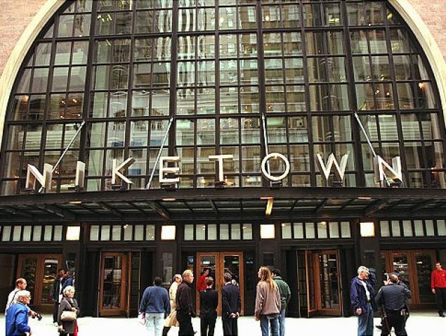Bedbugs Close Down Flagship Nike Store Niketown New York In Manhattan Nyc Shopping New York City Travel New York Travel