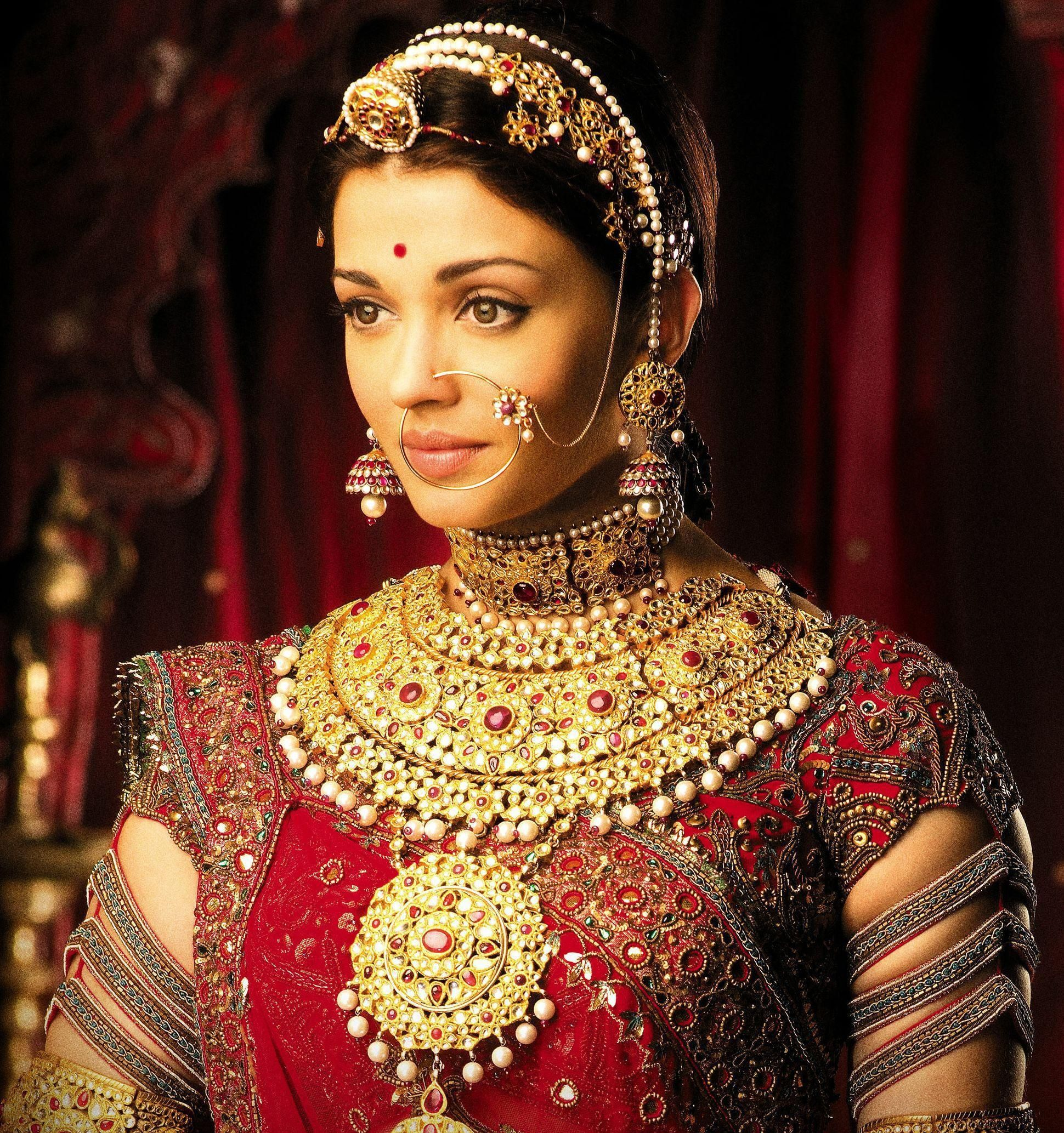 Pretty Aishwarya Have The Very Same Image As A Pillow Case On My Couch Indian Bridal Indian Bride Bridal Jewellery Indian