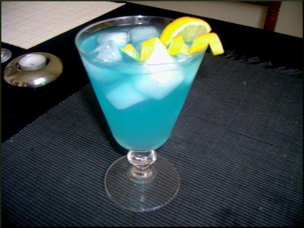Blue Lagoon - 1/3 Vodka - 1/3 curaçao, 1/3 soda