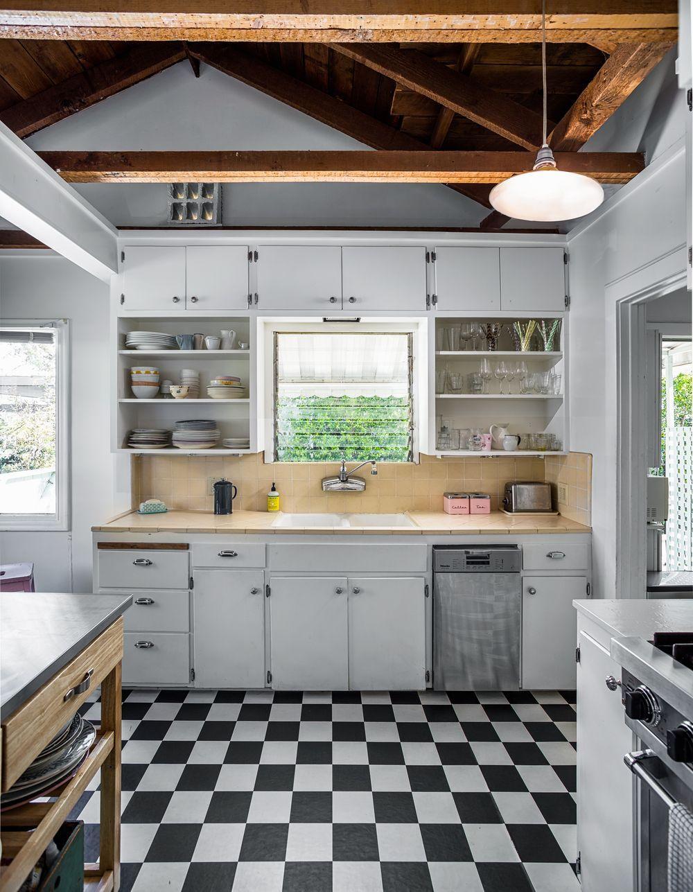 Darling Santa Monica Cottage Asks 2 149m Kitchen Flooring Vintage Kitchen Spanish Style Homes M kitchen santa monica
