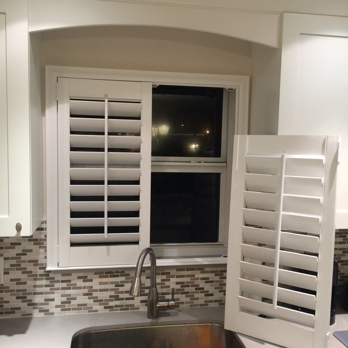 Kitchen Window Coverings: Think You Can't Put Plantation Shutters Over Your Kitchen
