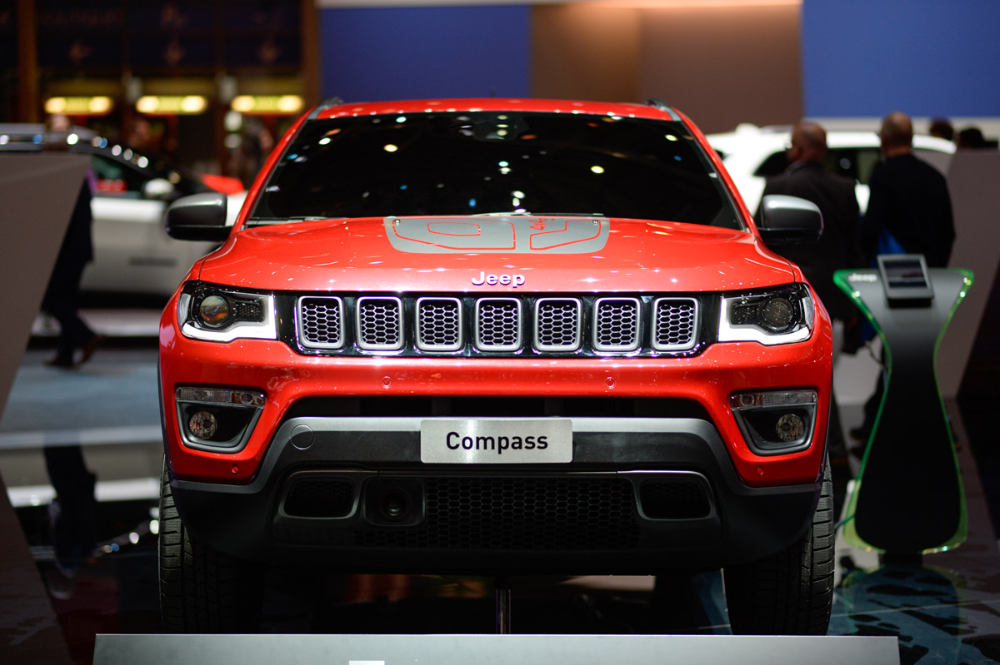 Jeep Compass Hybrid First Look Autotrader In 2020 Jeep Compass