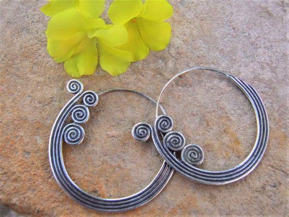 Silver earrings. Silver Jewellery. Ethnic Jewellery. Pendientes de plata. Pendientes étnicos. Joyería étnica. Joyería de plata.
