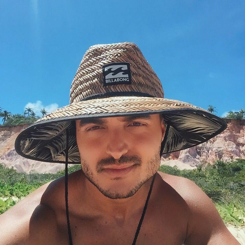 269f719882 Aqui na Bahia é assim ... a gente substitui o chapéu de papai noel ...