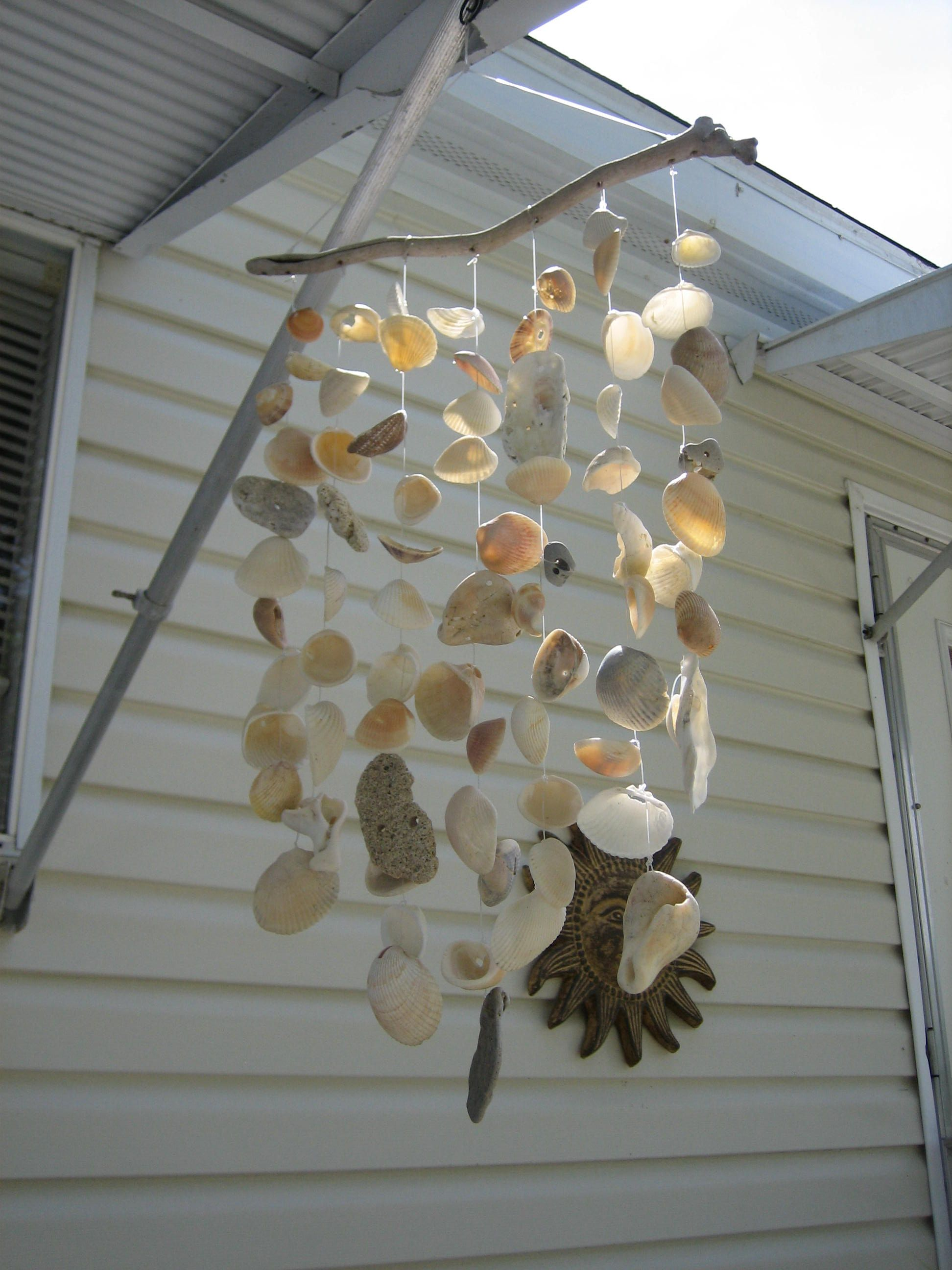 Costruire Casetta Con Conchiglie sea shell wind chime ~ another one of my creations. (con