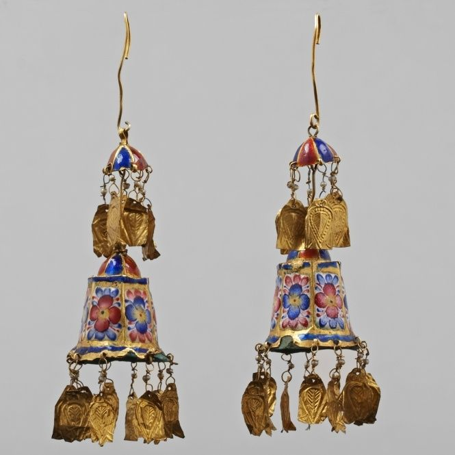 Antique Persian- 17th century or before (Iran) Gold and enamel work earrings