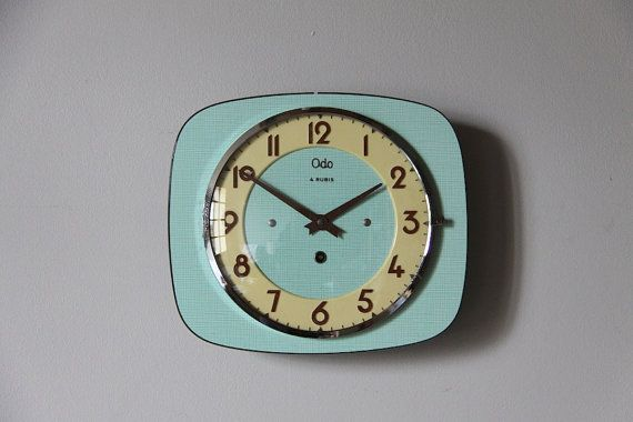 vintage french wall clock mint green formica mid century retro horloges murales la menthe et. Black Bedroom Furniture Sets. Home Design Ideas