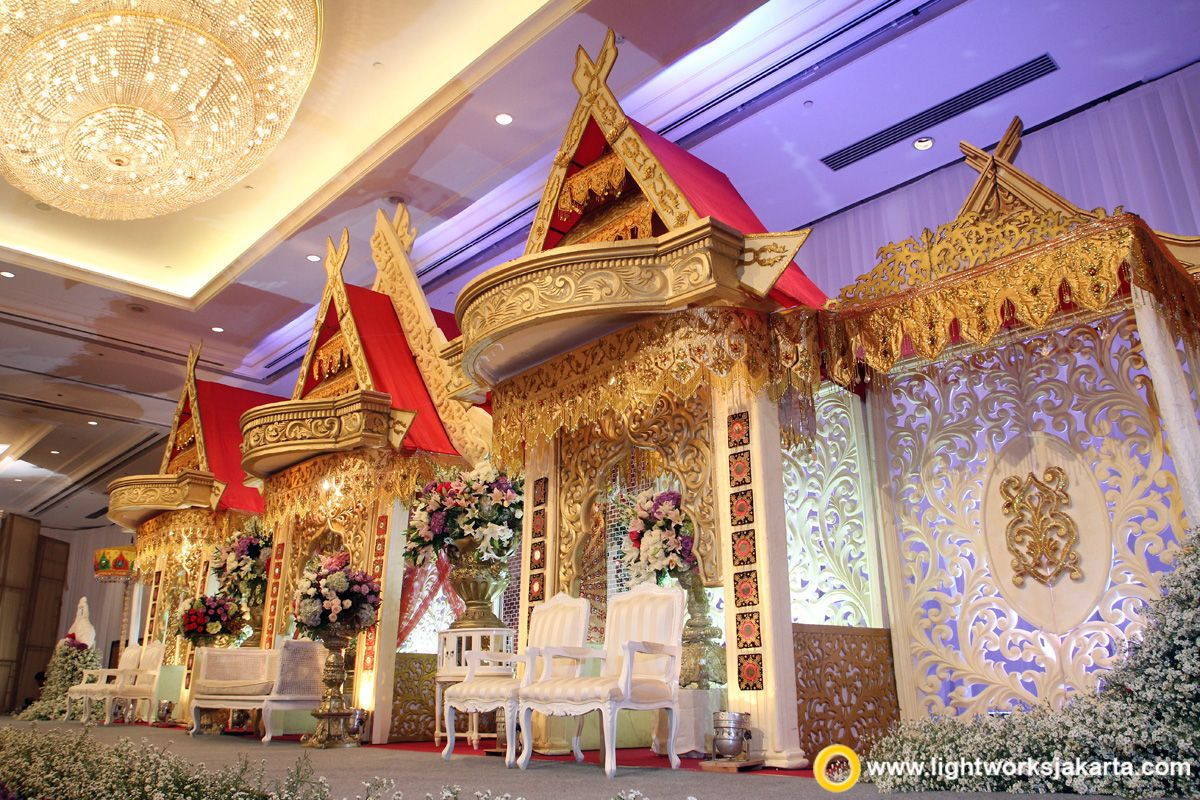 the detail of the traditional wedding stage from makassar at shangri la hotel jakarta - Traditional Hotel Decoration