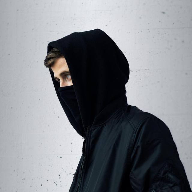 Alan Walker He Has A Gorgeous Girlfriend With Images Alan