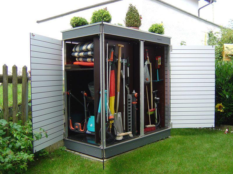 Der Perfekte Gartenschrank Fur Kleine Garten Jeder Kubikzentimeter Stauraum Wird Genutzt Small Gardens Backyard Sheds Modern Backyard