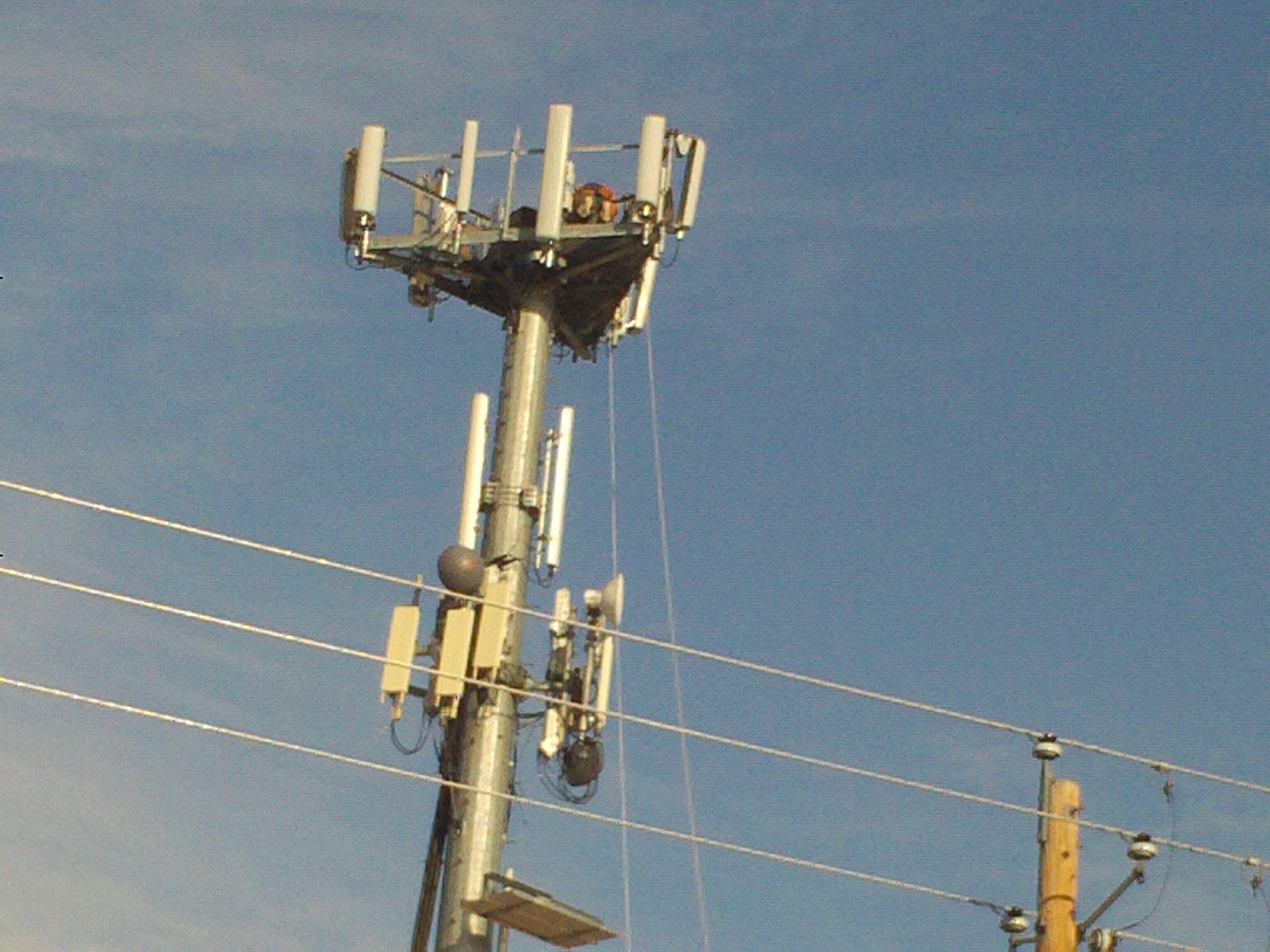 Pt 992 14 Dec 13 Cell Phone Toer Maintenance On Iowa St In Nampa Idaho Guy Wires Nampa Idaho Nampa Boise Idaho