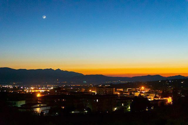 "Simone Ciliberti on Instagram: ""Sunset😊 #sunset #tramonti #piedimontematese #piedimonte #fontana #holiday #nuvole #sannio #twitter #scoprendopiedimonte #instagood #cover…"""
