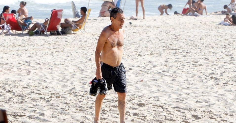 Chico Buarque curtiu praia no Leblon, zona sul do Rio