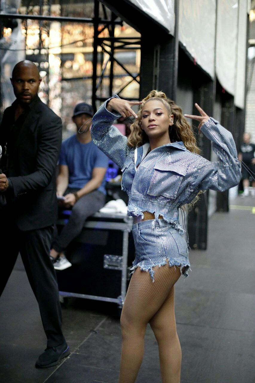 fe8c33930e2bd Beyoncé wearing a different outfit at OTRII in Berlin