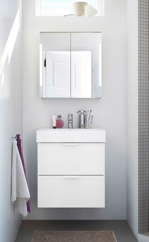 Small Bathroom Organization Can Be Easy When You Combine The Godmorgon Sink And Mirror Cabinets Salle De Bain Idees Pour La Maison Toilettes