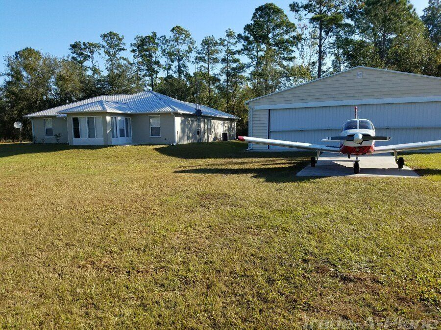 Looking For A Plane And A Place To Land That Plane Look No Further Featured Today Is A Fully Furnished Florida Airpar Airpark Homes Dream Design Estate Sale